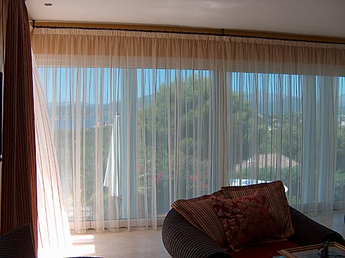 Net curtains and curtain